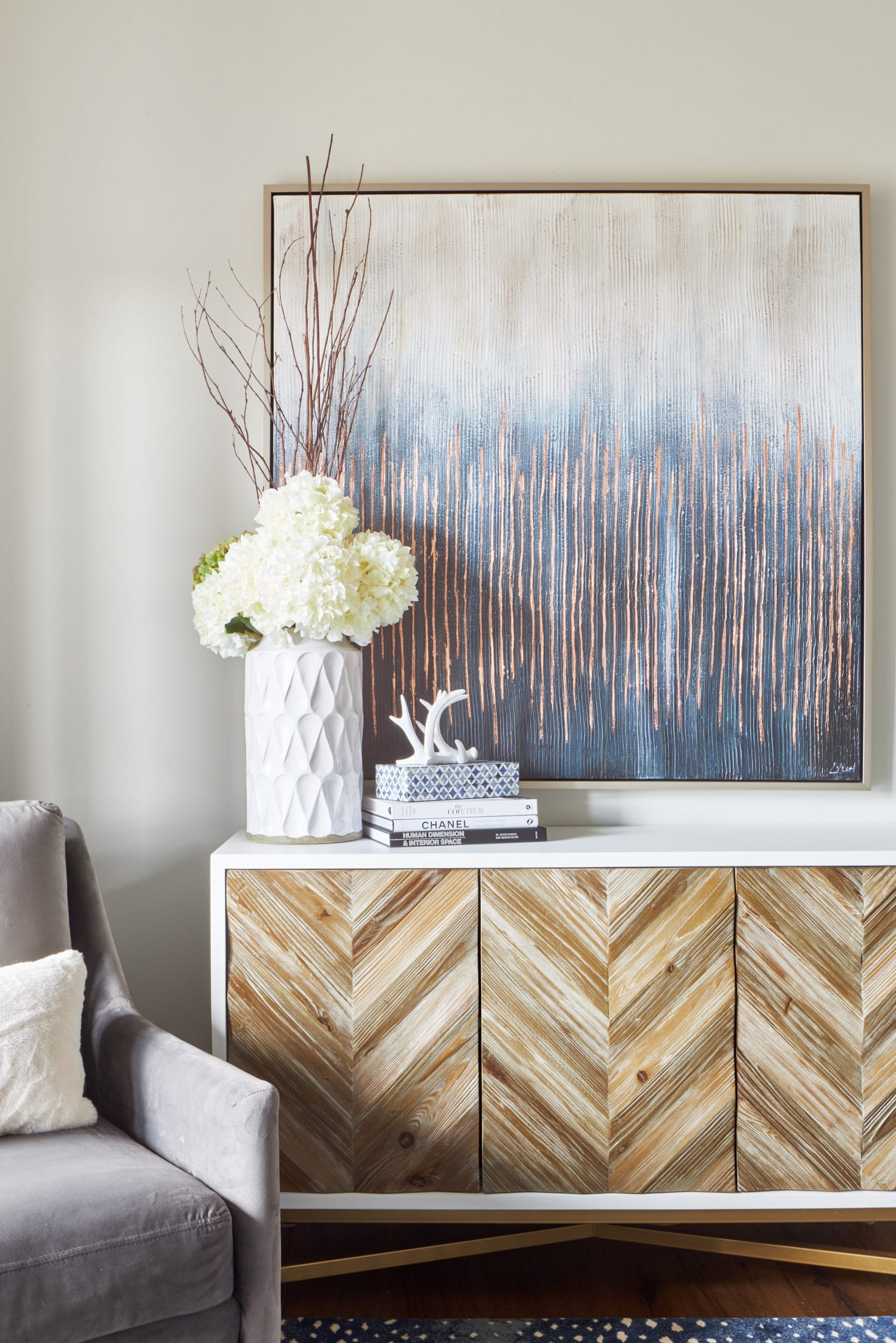 White and wood console for home office interior design